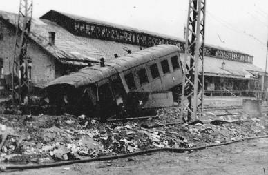 Jutta Höpfel: Erinnerungen an den zerbombten Bahnhof